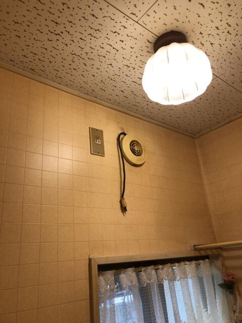 toire-02 【工事VOL 1】トイレ内装工事及び照明、換気扇配線の分岐工事